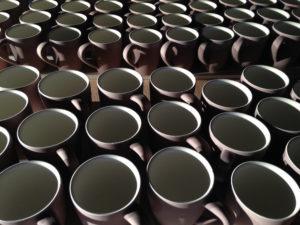 Tassen in Produktion