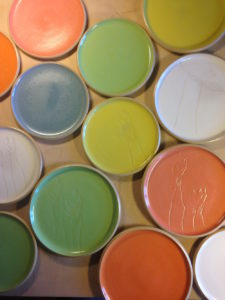 Teller gedreht in 6 Farben, Kopffüssler, ch-keramik.ch