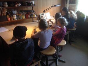 Ferienpass Madiswil Töpfern, Kinder an der Arbeit, ch-keramik.ch