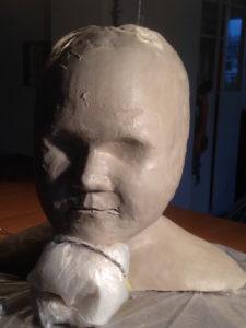 Kopf in Originalgrösse in Arbeit, ch-keramik.ch