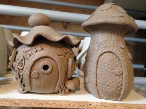 Modellieren: frische Pilzehüsli, ch-keramik.ch